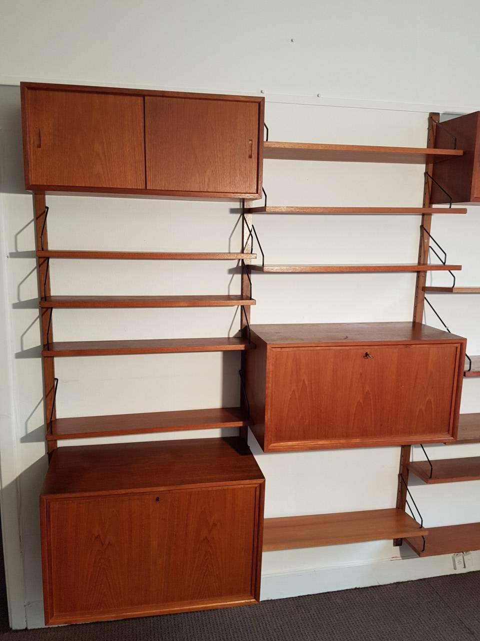 biblioth que design scandinave de paul cadovius benoit de moffarts vide grenier belgique. Black Bedroom Furniture Sets. Home Design Ideas