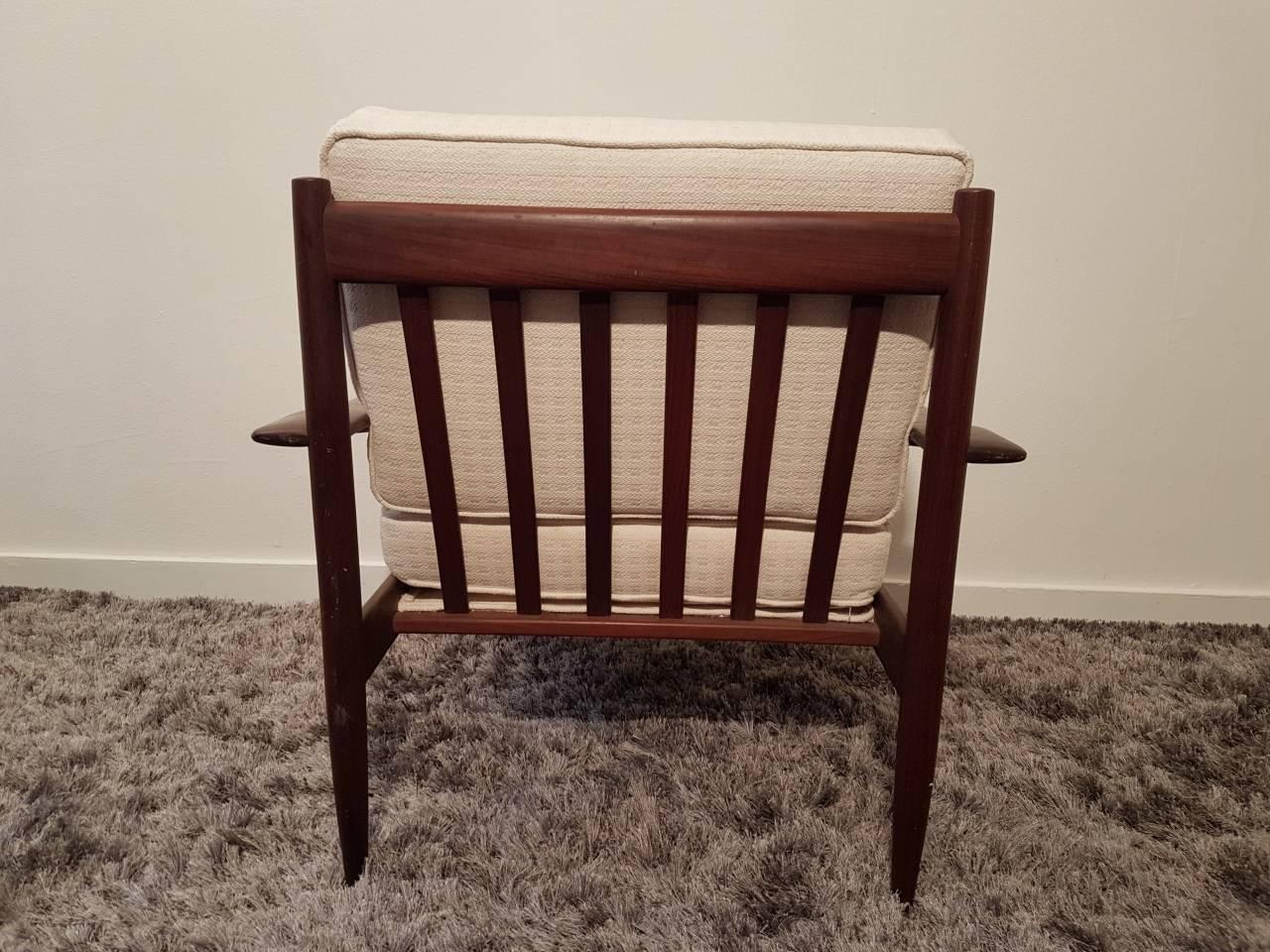 2 fauteuils repose pieds design benoit de moffarts vide grenier belgique vide maison. Black Bedroom Furniture Sets. Home Design Ideas