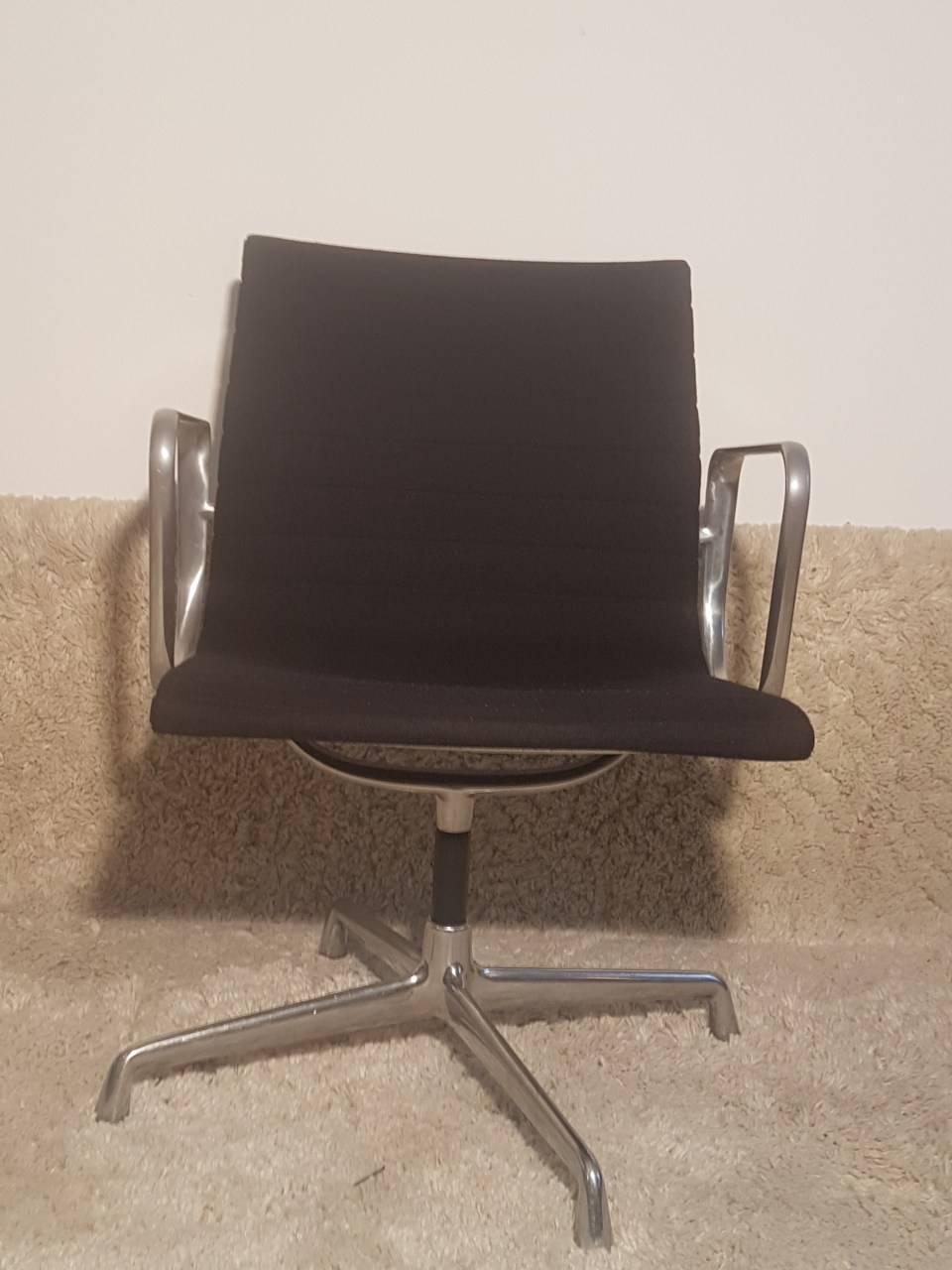 12 fauteuils design vintage charles eames benoit de moffarts vide grenier belgique vide. Black Bedroom Furniture Sets. Home Design Ideas
