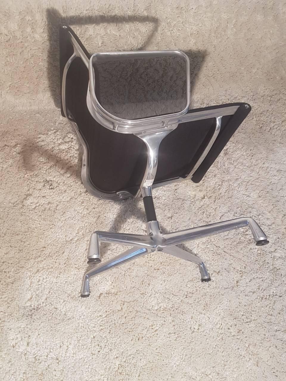 12 fauteuils design vintage charles eames benoit de moffarts vide grenier - Fauteuil charles eams ...