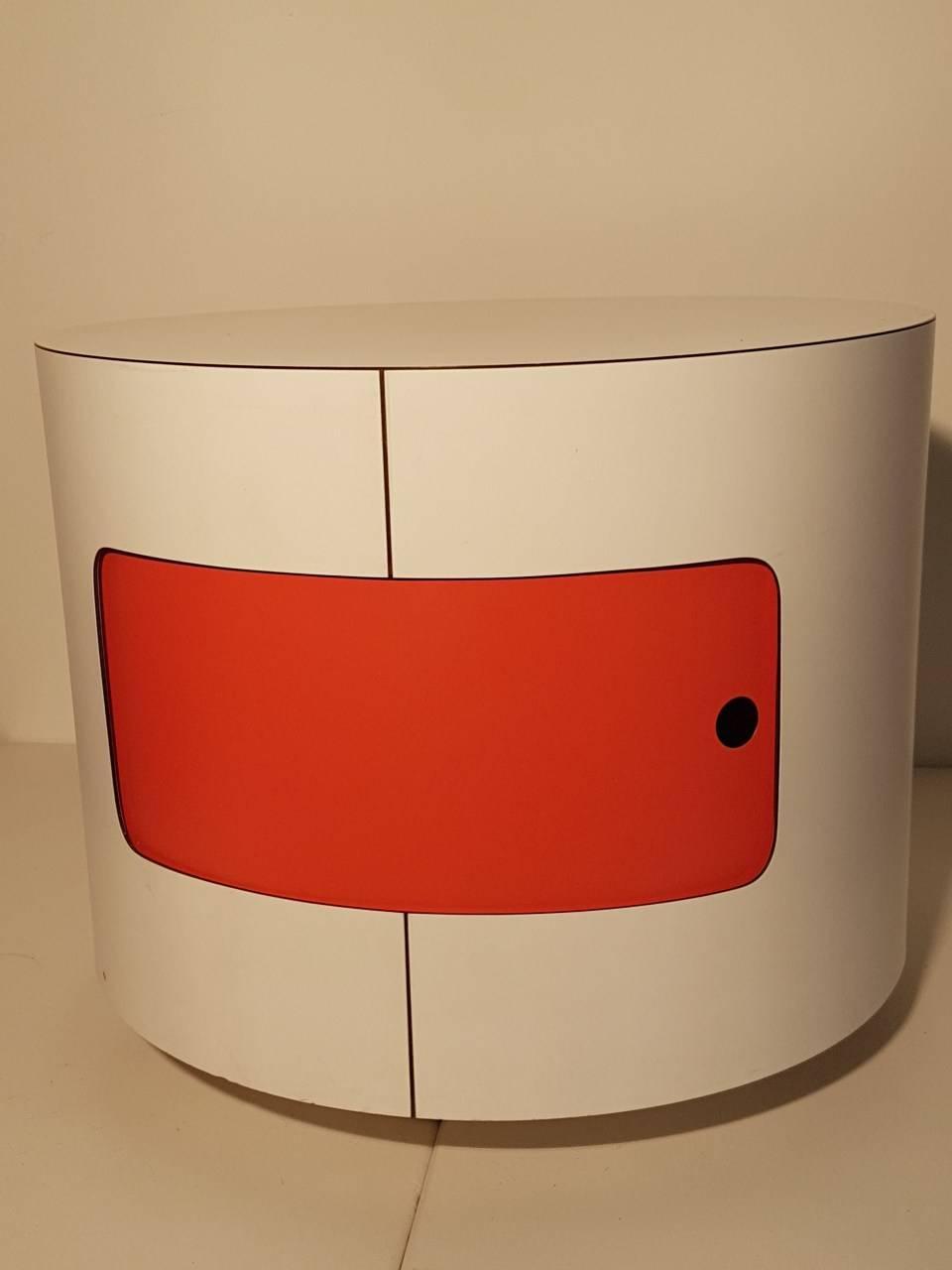 table de nuit italienne ronde de 1970 benoit de moffarts. Black Bedroom Furniture Sets. Home Design Ideas